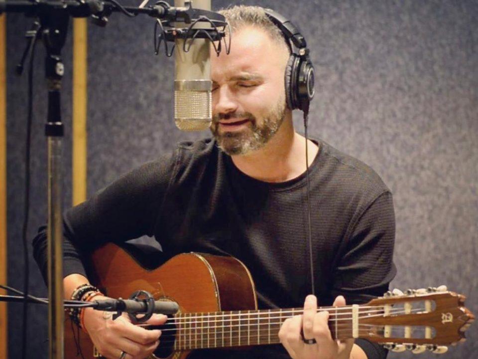 guitarra y voz en directo
